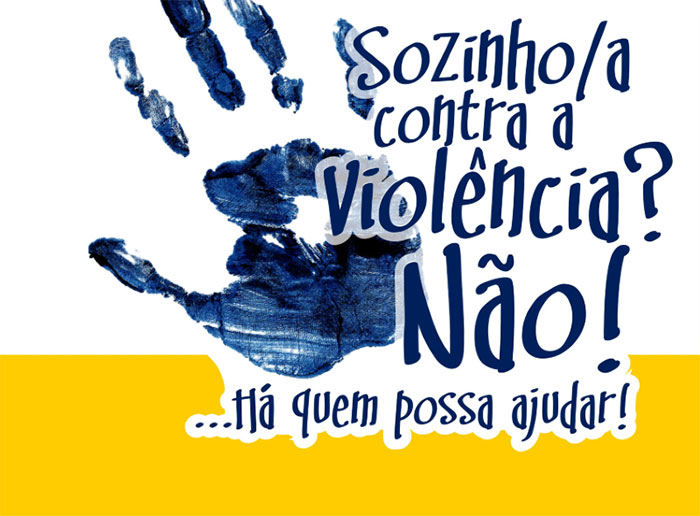 """Folheto informativo""""Sozinho contra a violência? Não! divulgado nas escolas  - CIG"""